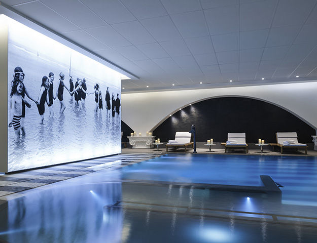58214155601bf-piscine-interieure